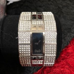 D&g queen mary crystal watch